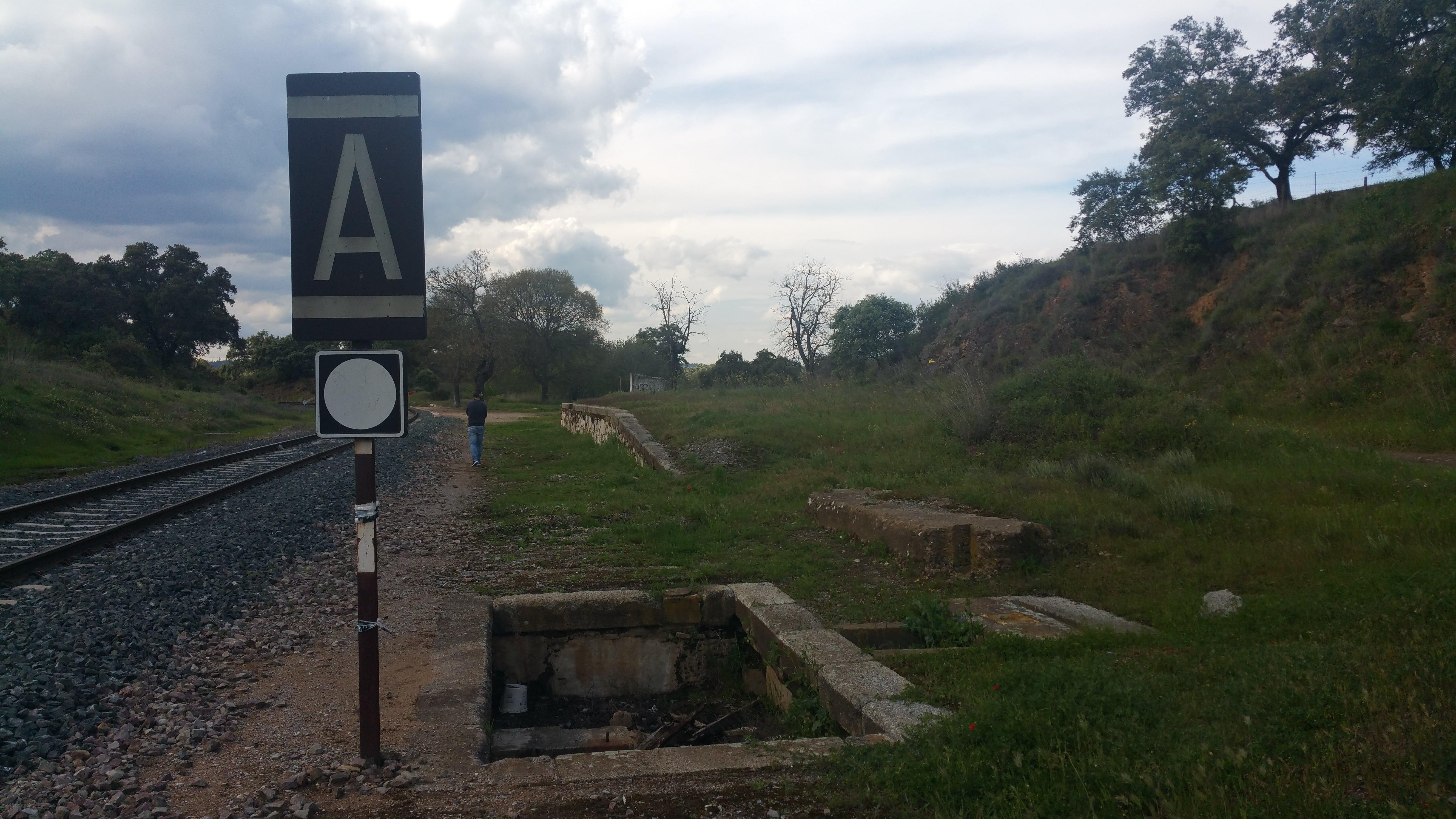 La antigua estación disponía de otra vía a la derecha de la actual